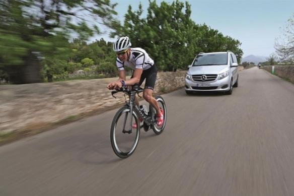 140502_Mercedes-Benz-motors-on-as-Official-Car-Partner-of-Ironman-European-Tour2
