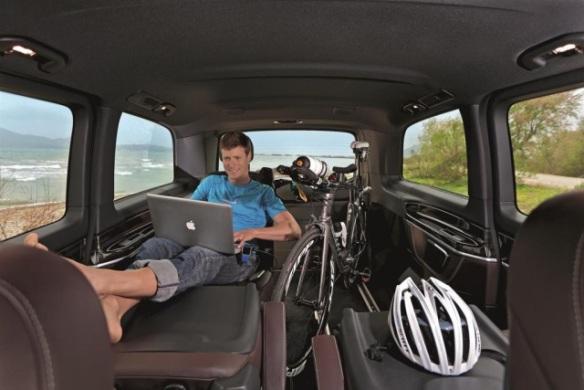 140502_Mercedes-Benz-motors-on-as-Official-Car-Partner-of-Ironman-European-Tour3