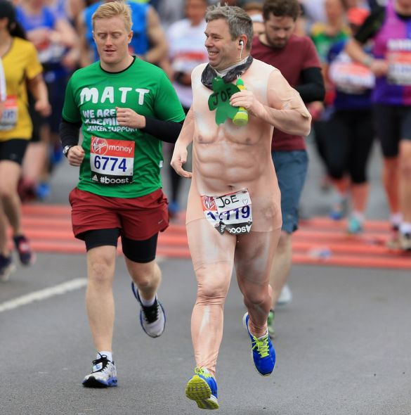 A-runner-at-the-start-of-the-2015-London-Marathon-dressed-in-fancy-dress-2