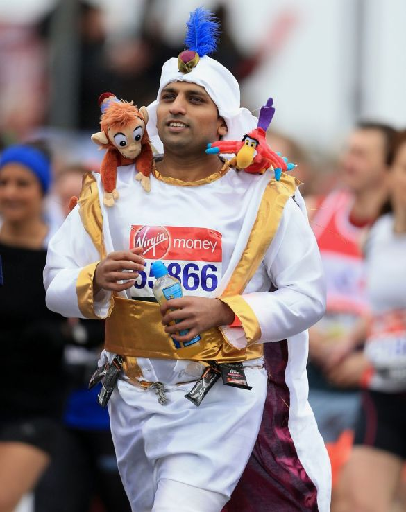 A-runner-at-the-start-of-the-2015-London-Marathon-dressed-in-fancy-dress-3